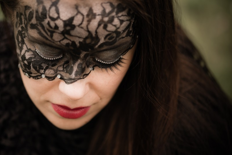 Máscara de encaje pintada